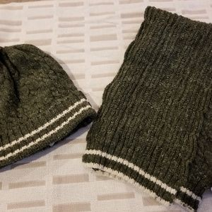 Boys size s/m hat with scarf. Olive green w/cream